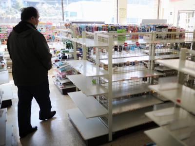 Laden mit leeren Regalen in der Nähe der Stadt Utsunomiya in Japan. Auch in nicht unmittelbar betroffenen Teilen des Landes machen sich die Folgen der Naturkatastrophe bemerkbar.