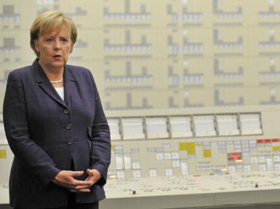 Bundeskanzlerin Merkel bei einem Besuch des Atomkraftwerks Lingen am 26.08.2010.