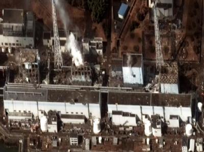 Das Satellitenfoto vom Mittwoch, 16.3.2011) zeigt die Reaktorblöcke 1-4 desKernkraftwerks Fukushima . Foto: DigitalGlobe