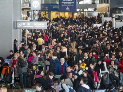 Viele Menschen verlassen bereits Tokio.