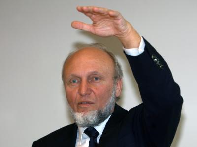 Der Präsident des Institutes für Wirtschaftsforschung ifo, Hans-Werner Sinn (Archivbild)