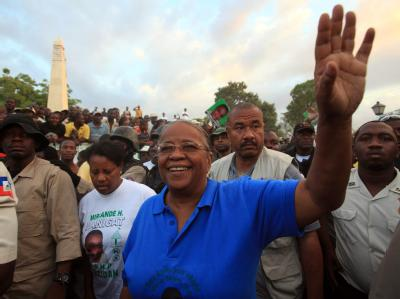 Die ehemalige First Lady Mirlande Manigat tritt in der Stichwahl gegen den Musiker und Unterhaltungskünstler Michel Martelly an.