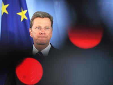 Bundesaußenminister Westerwelle gibt im Auswärtigen Amt in Berlin ein Statement ab: Die Enthaltung Deutschlands bei der UN-Abstimmung über eine Flugverbotszone in Libyen bleibt umstritten.