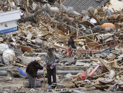 Nach dem schweren Erdbeben im März und dem darauf folgenden Tsunami sind weite Teile der Region völlig zerstört. Etwa 33 Milliarden Euro wurden nun für den Wiederaufbau verabschiedet.