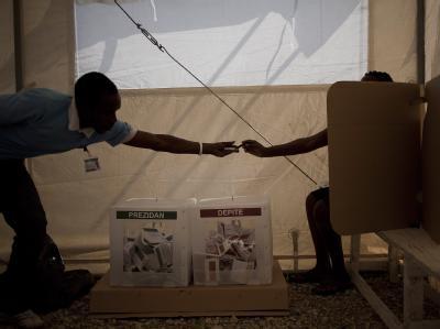 Einen überwiegend friedlichen Verlauf nahmen die Wahlen im krisengeplagten Haiti.