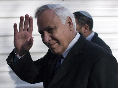 Ein Gericht in Tel Aviv hat Israels Ex-Präsident Mosche Katsav wegen Vergewaltigung in zwei Fällen sowie sexueller Belästigung zu sieben Jahren Haft verurteilt.
