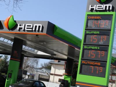 Eine HEM-Tankstelle in Hamburg. In Deutschland gehören nach Angaben des Energie-Informationsdienstes EID 390 Stationen unter den Markennamen Tamoil und HEM zum libyschen Netz.