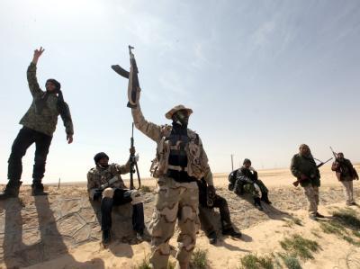 Die Luftangriffe der Koalition gegen Gaddafi zeigen nach einer Woche Wirkung: Aufständische erobern die Stadt Adschdabija zurück.