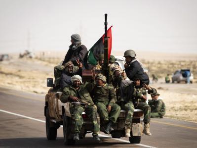 Die Luftangriffe der Koalition gegen Gaddafi zeigen nach einer Woche Wirkung: Die Aufständischen stoßen nach Westen vor.