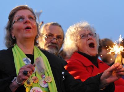 Mehrere Tausend Bürger feierten nahe des Landtags in Stuttgart eine