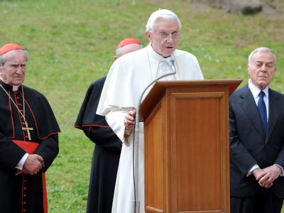 Schwerer Gang für Papst Benedikt XVI.: Er besuchte die «Ardeatinischen Höhlen» in Rom. Im März 1944 erschoss die SS hier mehr als 300 Menschen.