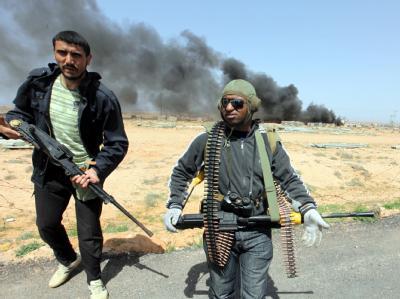 Libysche Rebellen auf dem Marsch Richtung Sirte - der Geburtsstadt Gaddafis.