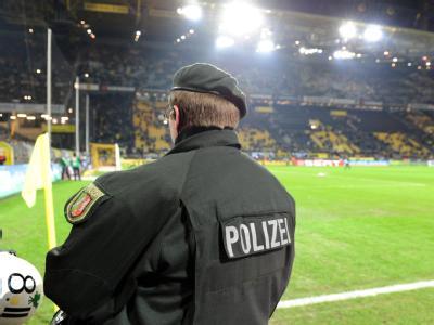Drei Sprengsätze hat das BKA nahe des Dortmunder Fußballstadions gefunden. Hinweise auf einen islamistischen Hintergrund sehen die Behörden nicht. (Archivbild)
