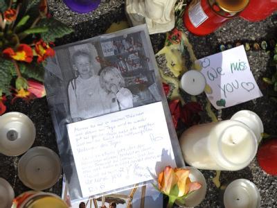 Knapp drei Wochen nach dem Doppelmord sucht die Polizei nach Kleidung von Täter und Opfern.