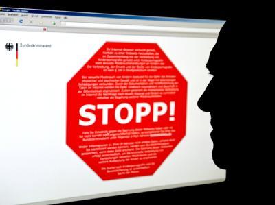 Website des Bundeskriminalamtes mit einem Stoppschild für eine Seite mit kinderpornografischen Inhalten.