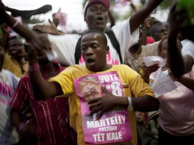 Anhänger des haitianischen Präsidentschaftskandidaten Michel Martelly feiern den Wahlsieg des populären Musikers.