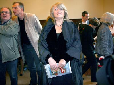 Alice Schwarzer im Verhandlungssaal des Berliner Landgerichts