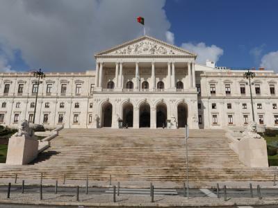 Blick auf das portugiesische Parlament in Lissabon. Foto: Marijan Murat/Archiv