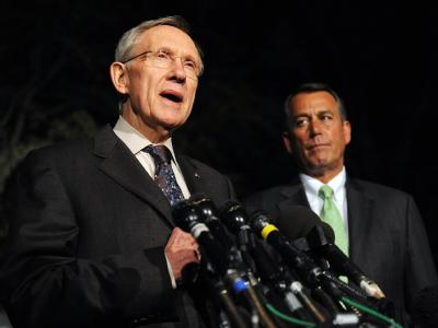 Senator Harry Reid (l) und Abgeordnetenhaussprecher John Boehner sprechen nach den Verhandlungen im Weißen Haus zu Pressevertretern.