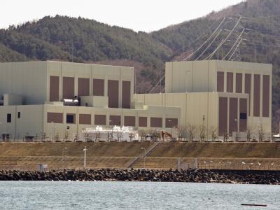 Außenaufnahme der Reaktoren 2 (l) und 3 (r) des Atomkraftwerks Onagawa.