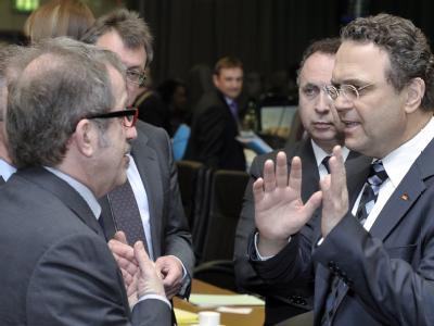 Innenminister unter sich: Roberto Maroni (Italien, l) spricht mit Hans-Peter Friedrich (r).