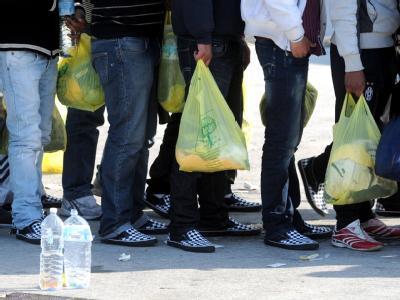 Nordafrikanische Flüchtlinge auf Lampedusa: Der Umgang mit Flüchtlingen wird zunehmend zum deutsche Streitthema.