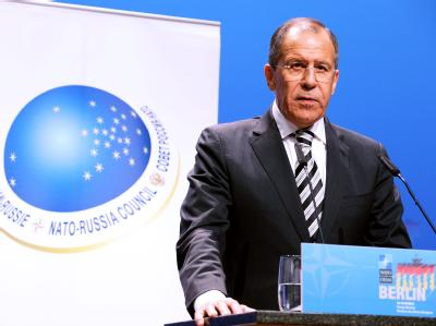 Der russische Außenminister Sergej Lawrow in Berlin nach dem Nato-Russland-Rat auf einer Pressekonferenz.