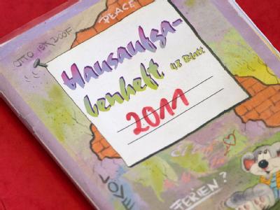 Hausaufgabenheft: Es gibt Anlaufschwierigkeiten beim Bildungspaket für Kinder von Hartz-IV-Familien. (Symbolbild)