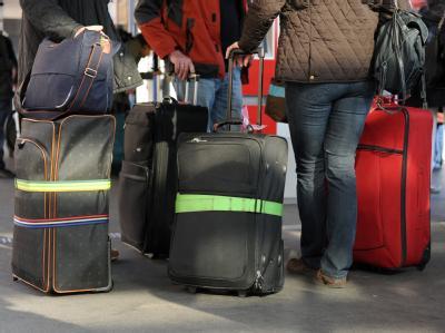 Reisende in Hannover: Zu Beginn der Osterferien müssen Bahnreisende in Niedersachsen und Bremen mit Verspätungen und Ausfällen rechnen.