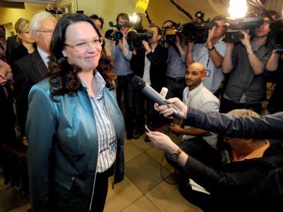 Die SPD-Generalsekretärin Andrea Nahles auf dem Weg zu einer Anhörung im Parteiausschlussverfahren gegen den ehemaligen Berliner Finanzsenator Sarrazin.