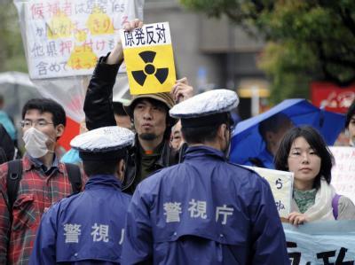 Atomkraftgegner demonstrieren vor der Tepco-Zentrale in Tokio.