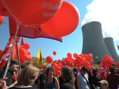 Tausende Menschen werden heute an den Atommeilern Grohnde bei Hameln und Unterweser in Stadland in Niedersachsen zu Anti-Atom-Protesten erwartet.