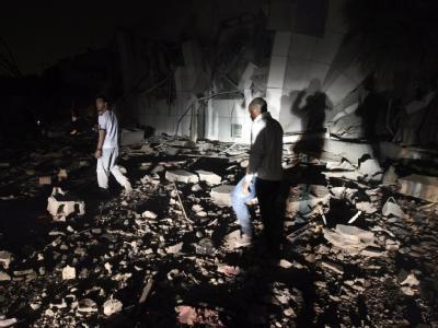 Nach dem Angriff der Nato: Ein Gebäude auf Gaddafis Regierungsgelände in Tripolis liegt in Trümmern.