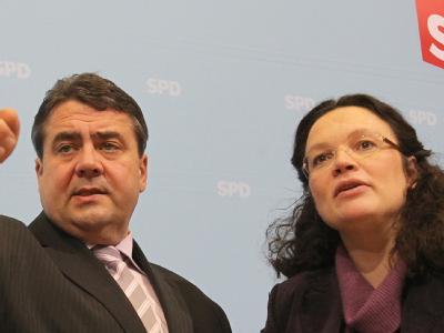 SPD-Chef Gabriel betrieb den Parteiausschluss von Thilo Sarrazin. Seit das Manöver scheiterte, steht Generalsekretärin Nahles in der Kritik. (Archivbild)