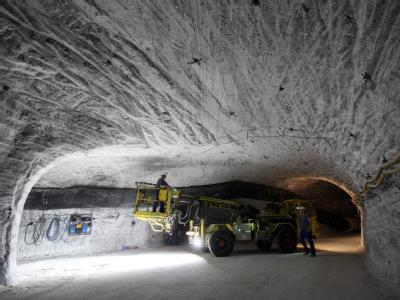Seit rund drei Jahrzehnten wird nur der Salzstock im niedersächsischen Gorleben als möglicher Standort für ein Lager für hochradioaktive Abfälle geprüft. (Archivbild)