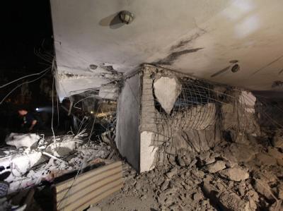Das zerstörte Haus des Machthabers: Bei dem Nato-Luftangriff wurde der jüngste Sohn al-Gaddafis angeblich getötet.