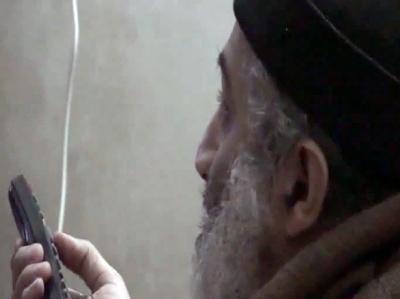 Ein alternder Topterrorist mit Wollmütze, zappend vor dem Fernseher: Knapp eine Woche nach der Erschießung Osama bin Ladens hat die US-Regierung Videos aus dessen Versteck präsentiert.
