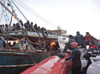 Libysche Flüchtlinge bei ihrer Ankunft auf Lampedusa (Foto vom 8.5.2011).
