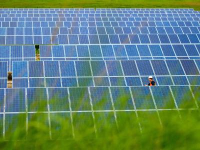 Solarstrom-Kraftwerk «FinowTower» in Brandenburg: Auch in rund 40 Jahren wird die Menschheit nach Einschätzung des Weltklimarates nicht völlig auf Kohle, Gas und Erdöl verzichten können. (Archivbild)