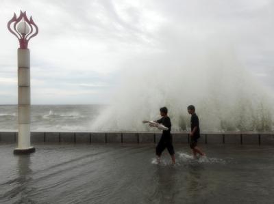 Starker Regen hat auf den Philippinen Erdrutsche und Überschwemmungen verursacht.