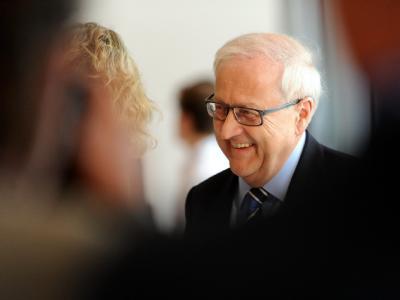 Der neue FDP-Fraktionsvorsitzende Rainer Brüderle tritt als Wirtschaftsminister ab und macht Platz für den bisherigen Gesundheitsminister Philipp Rösler.