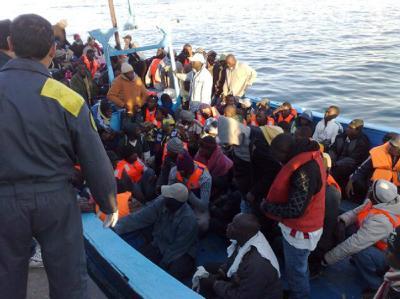 Der Flüchtlingsstrom reißt nicht ab: Seit Beginn der nordafrikanischen Revolutionen flohen zehntausende Menschen über die gefährliche Mittelmeerroute nach Italien. (Archivbild)