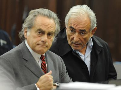 IWF-Chef Dominique Strauss-Kahn und sein Anwalt Benjamin Brafman vor Gericht in New York.