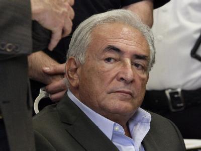 Ex-IWF-Chef Dominique Strauss-Kahn kann seine Einzelzelle im berüchtigten New Yorker Gefängnis auf Rikers Island verlassen - gegen eine Millionen-Kaution und unter Strengen Auflagen.