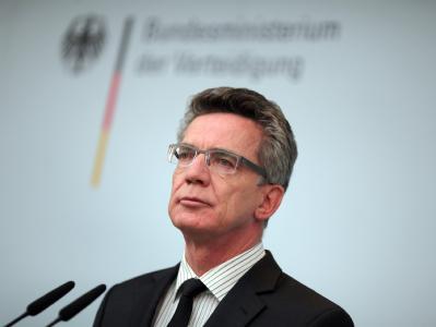 Minister de Maizière lehnt eine von Justizministerin Leutheusser-Schnarrenberger angedachte Auflösung des MAD ab.
