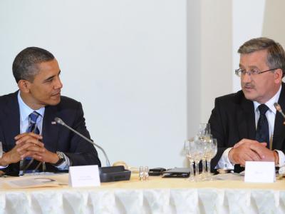 US-Präsident Barack Obama und der polnische Präsident Bronislaw Komorowski: Warschau ist die letzte Station auf der Europa-Reise von Barack Obama. Beim Treffen mit Staatschefs aus Mitteleuropa geht es um Unterstützung für demokratische Reformen in Nordafr