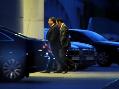 Noch viele Fragen offen: SPD-Chef Sigmar Gabriel (l) und der Grünen-Vorsitzende Cem Özdemir am Bundeskanzleramt