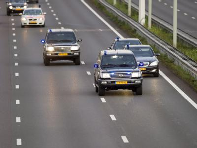 Ein Konvoi mit Ratko Mladic auf dem Weg ins Gefängnis in Den Haag.