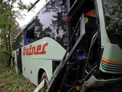 Busunfall - 15 Verletzte aus der Schweiz
