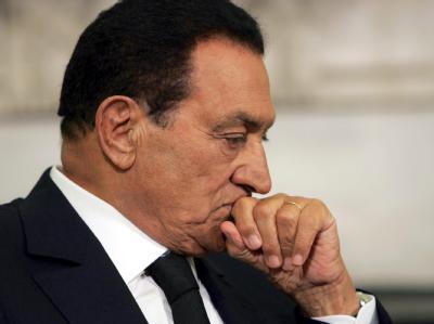 Der ehemalige ägyptische Präsident Husni Mubarak muss sich vor Gericht verantworten.